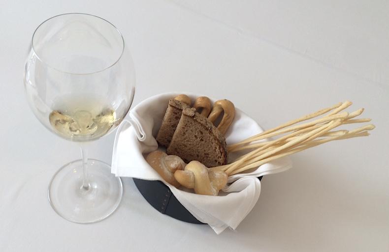 хлеб и вино в IL Lungo di Aimo e Nadia