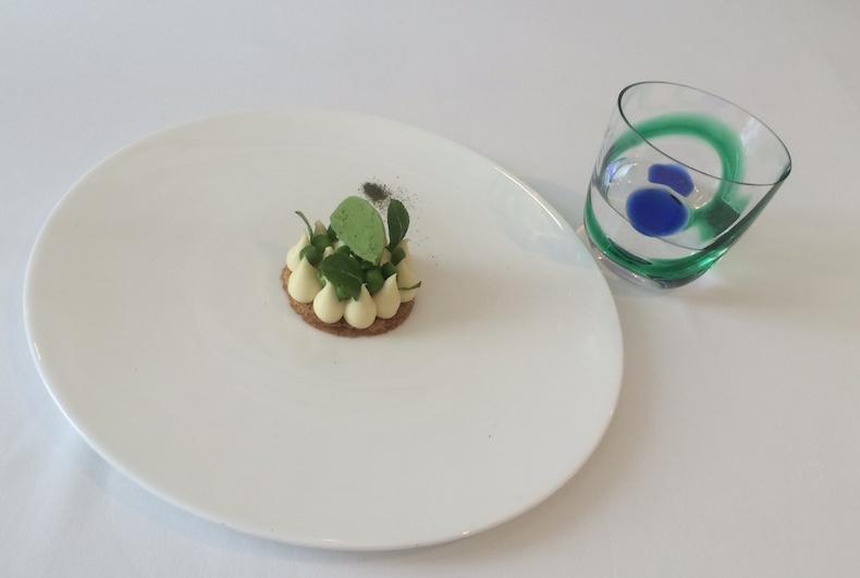 знаменитый гороховый десерт в IL Lungo di Aimo e Nadia
