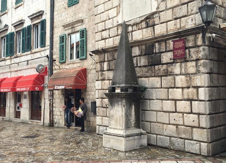 Столб позора в Которе, Черногория
