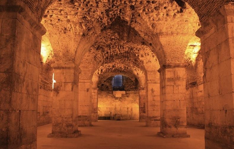 Подвал дворца Диоклетиана Сплит