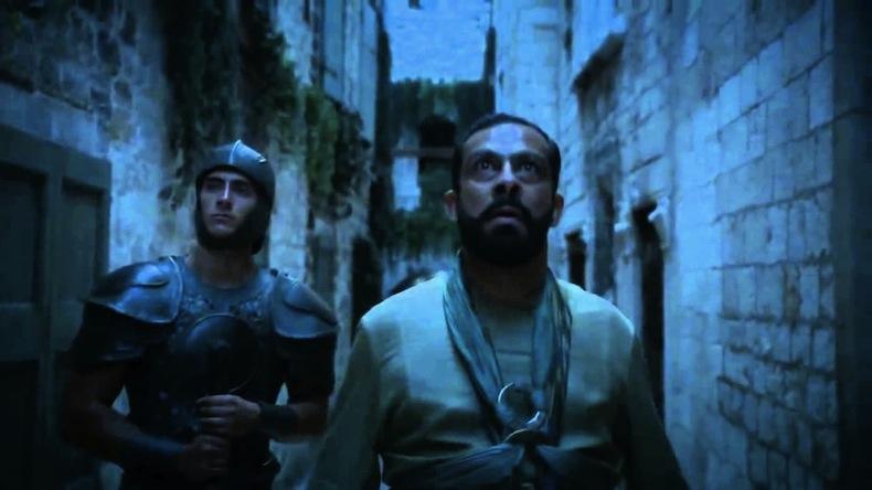 сцена убийства и пленения великих мастеров, снято перед городским музеем Сплит