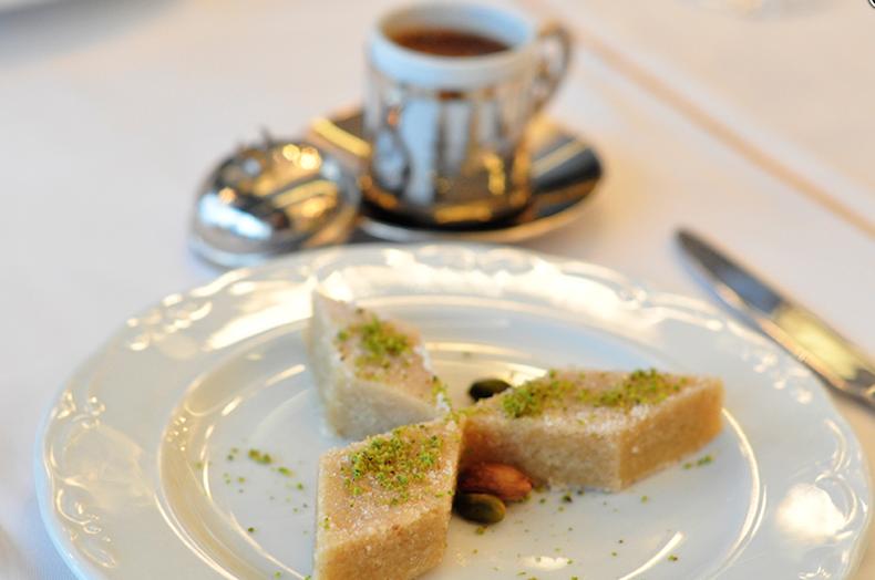 халва и турецкий кофе в Deraliye