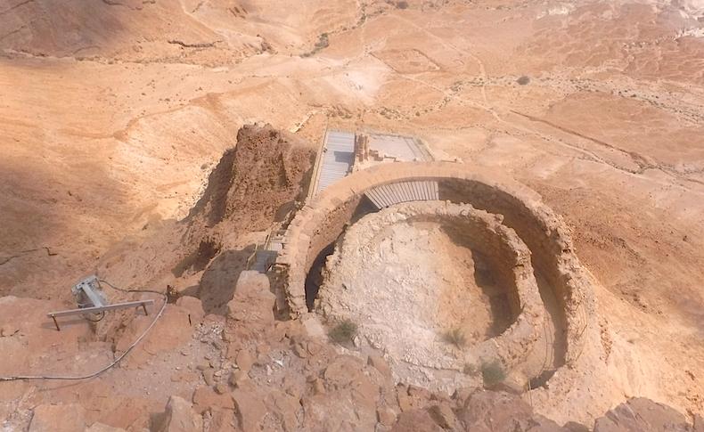 руины среднего яруса дворца царя Ирода