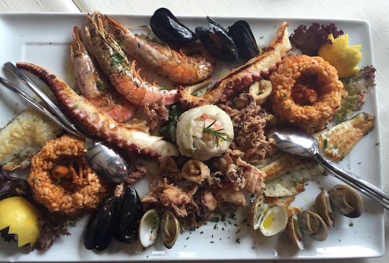 ассорти из морепродуктов в ресторане Conte