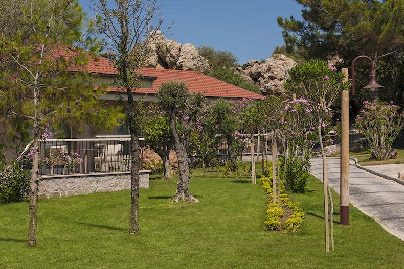 Murat_Reis_Ayvalik_Bungalow_Gardens_DSC_5039_zpsd2aqtkyl