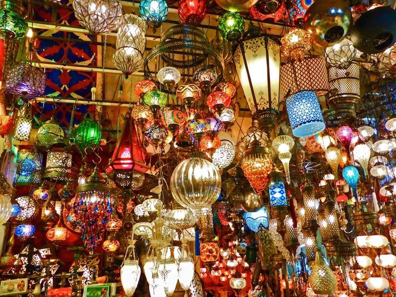 ламповая лавка на Гранд базаре в Стамбуле