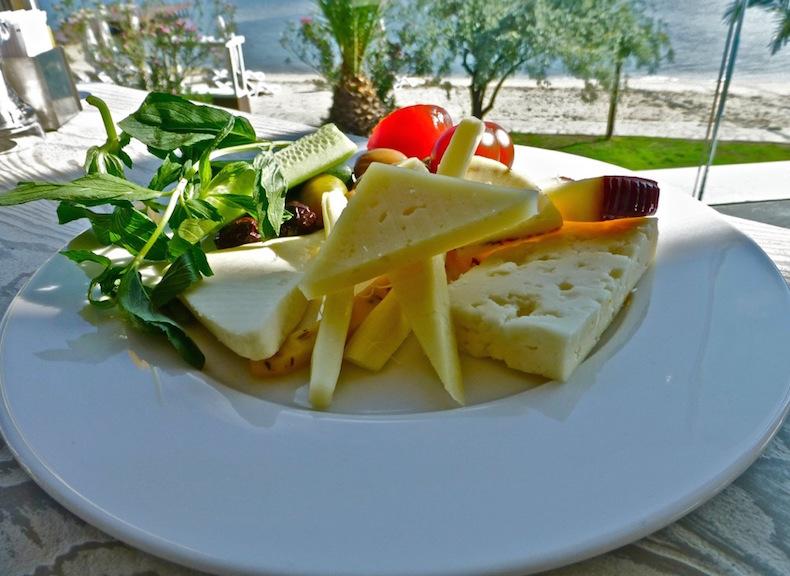 турецкие сыры на завтраке