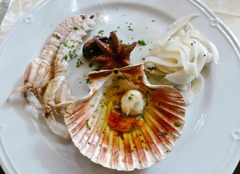 морепродукты в Osteria Da Tizio, идеальное сопровождение к просекко
