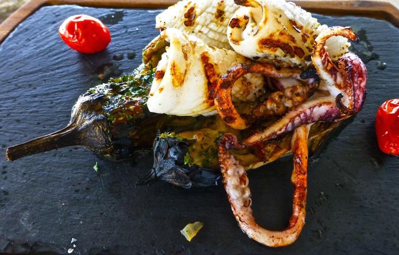 Жареные осьминог и кальмар в Topos 1910