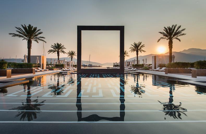 клуб Lido Mar с открытым панорамным бассейном