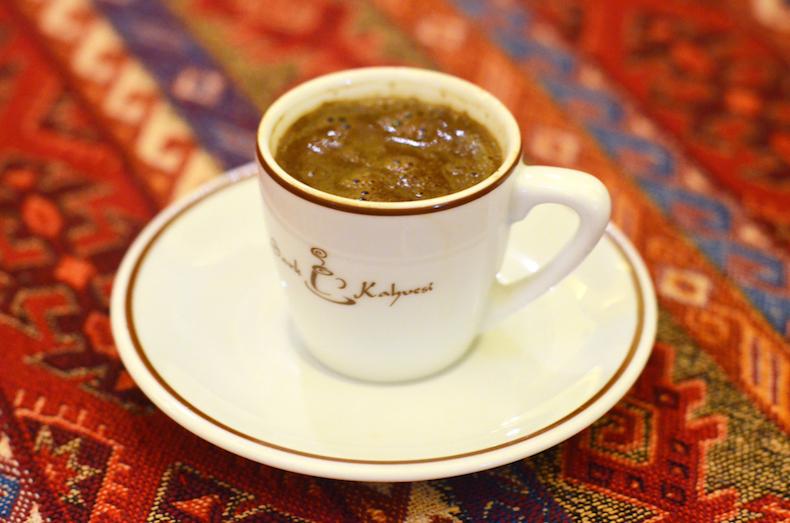 кофе по-турецки на Гранд базаре в Стамбуле