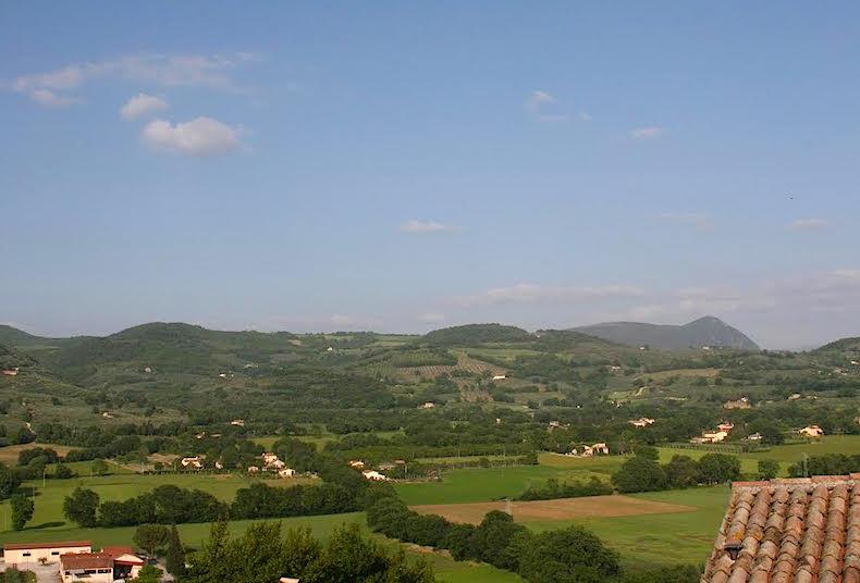 вид на холмы и долину Спелло
