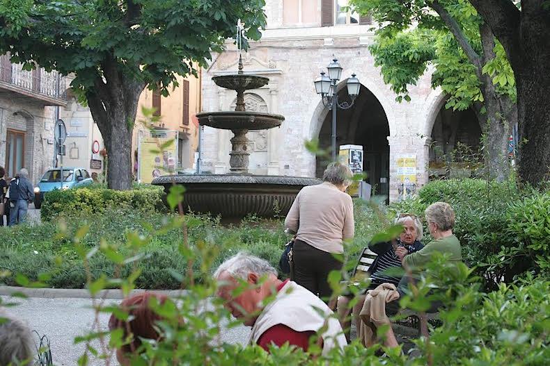 Спелло, площадь Республики (Piazza della Repubblica)