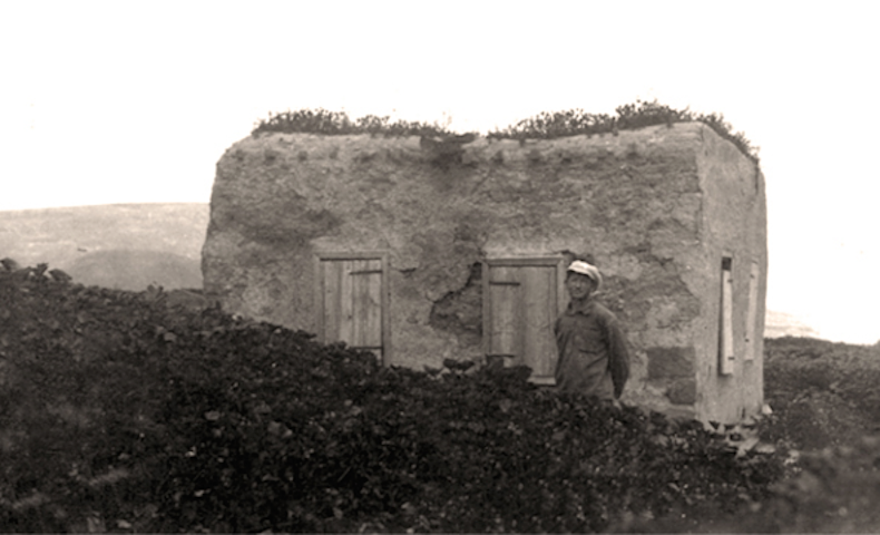 глиняный дом, в котором жили первые поселенцы
