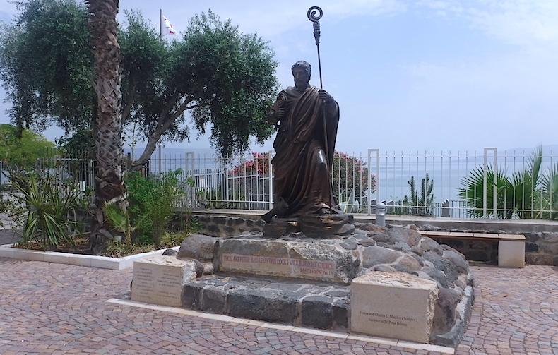 Капернаум, статуя Святого Петра