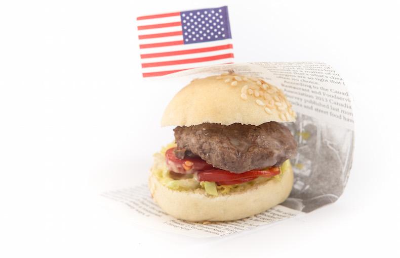 гамбургер с американским флагом
