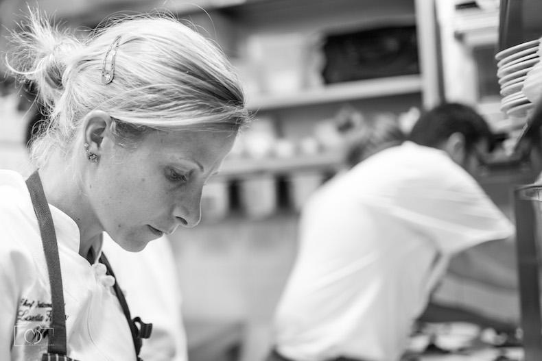 Лоретта Фанелла на кухне ресторана