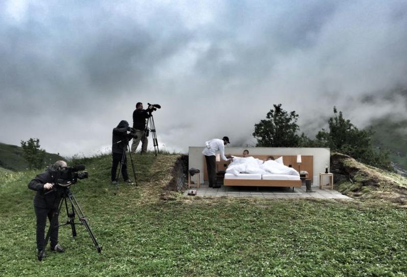 отель-кровать в горах Швейцарии