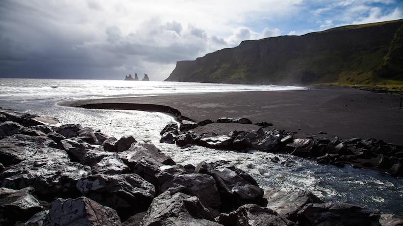 Black-sand-beach-iceland черный вулканический пляж Рейнисфьяра Где снимаются Игры престолов