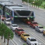 В Китае изобрели автобус будущего, который не создает пробки
