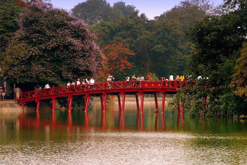 Озеро Хоанкьем (Hoan Kiem) Ханой