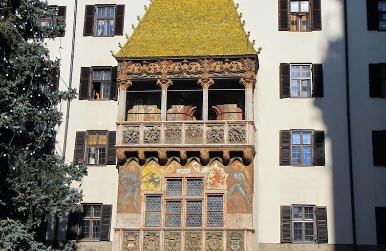 балкон дома с золотой крышей, Инсбрук