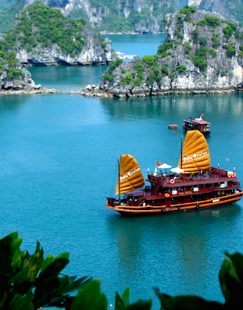 big_asia_cruise_junk_in_halong_bay