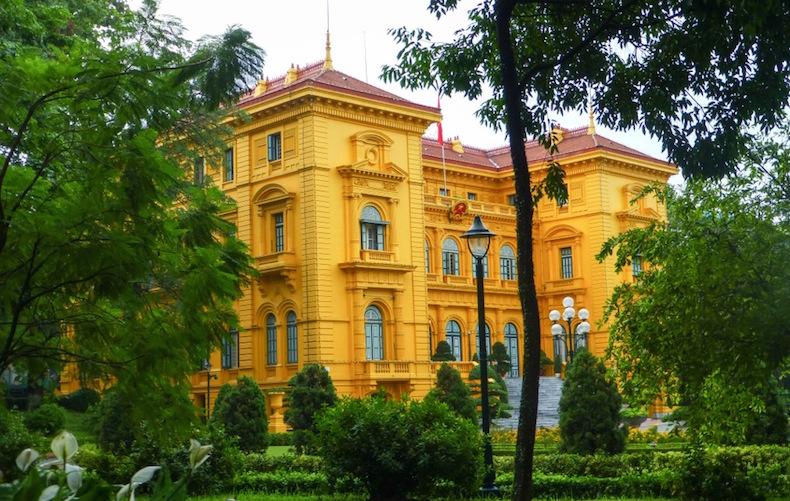 Ханой: Архитектурный ансамбль мавзолея Президента Хо Ши Мина, президентский дворец
