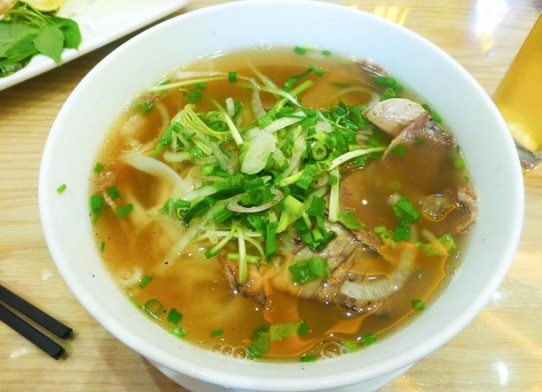 Фо бо в кафе в Старом квартале Ханоя