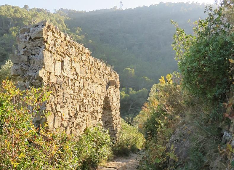 развалины церкви св.Лазаря и лазарета