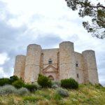 Кастель-дель-Монте (Castel del Monte) — загадки мистического замка на горе