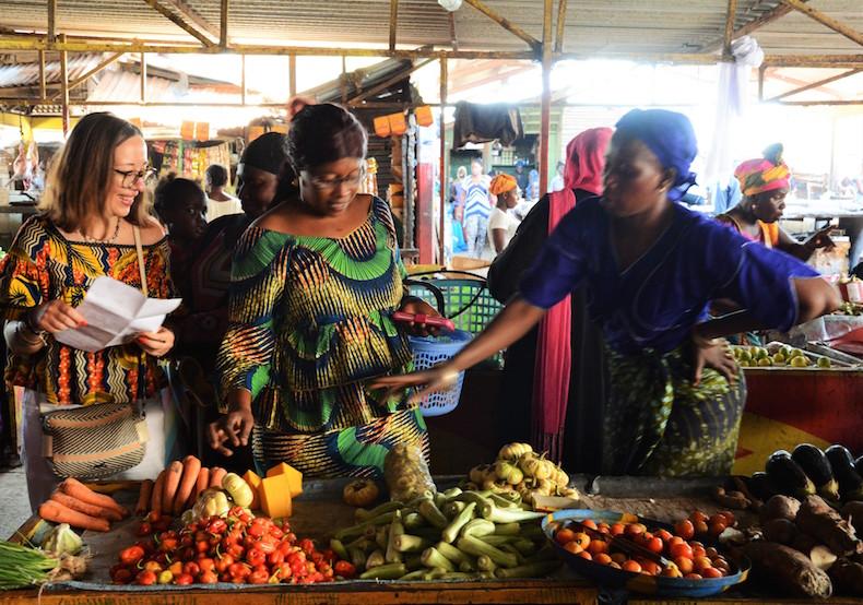 посещение рынка в Гамбии