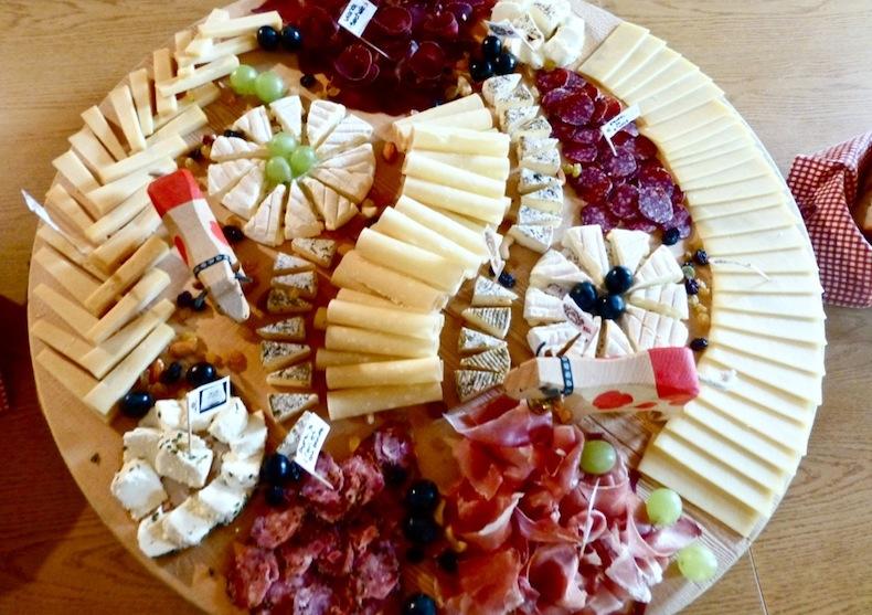 Сыры и мясные деликатесы из Шато-дэ