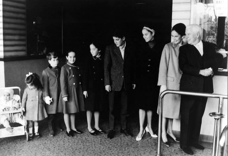 Чарли Чаплин с семьей