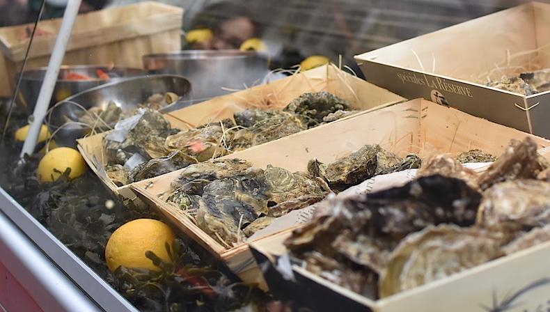 устрицы на рынке Лозанны