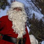 Почему Санта-Клаус дарит детям подарки на Рождество?