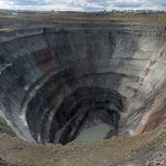 Якутия: постоять на краю трубки «Мир»