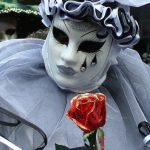 Три легенды Венеции: исчезнувшая колона, рассказ об алой розе и призрак солдата в садах Биеннале